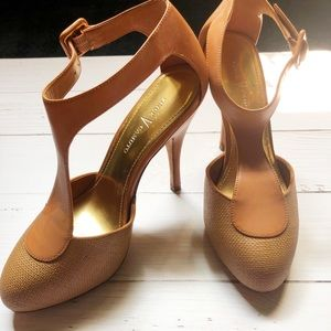 Never worn Vince Camuto nude heels 6
